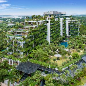 """Tổ hợp công trình Forest In The Sky 1 tại Flamingo Đại Lải Resort là nơi khai sinh của phong cách kiến trúc """"rừng thẳng đứng"""" với khối lượng hàng chục nghìn cây xanh phủ kín các biệt thự trên cao."""
